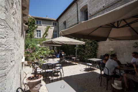Bibliothèque-Café Saint-Jean © Alex Nollet